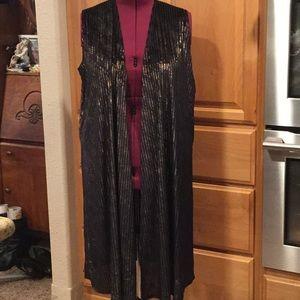 NWT long sleeveless jacket / kimono